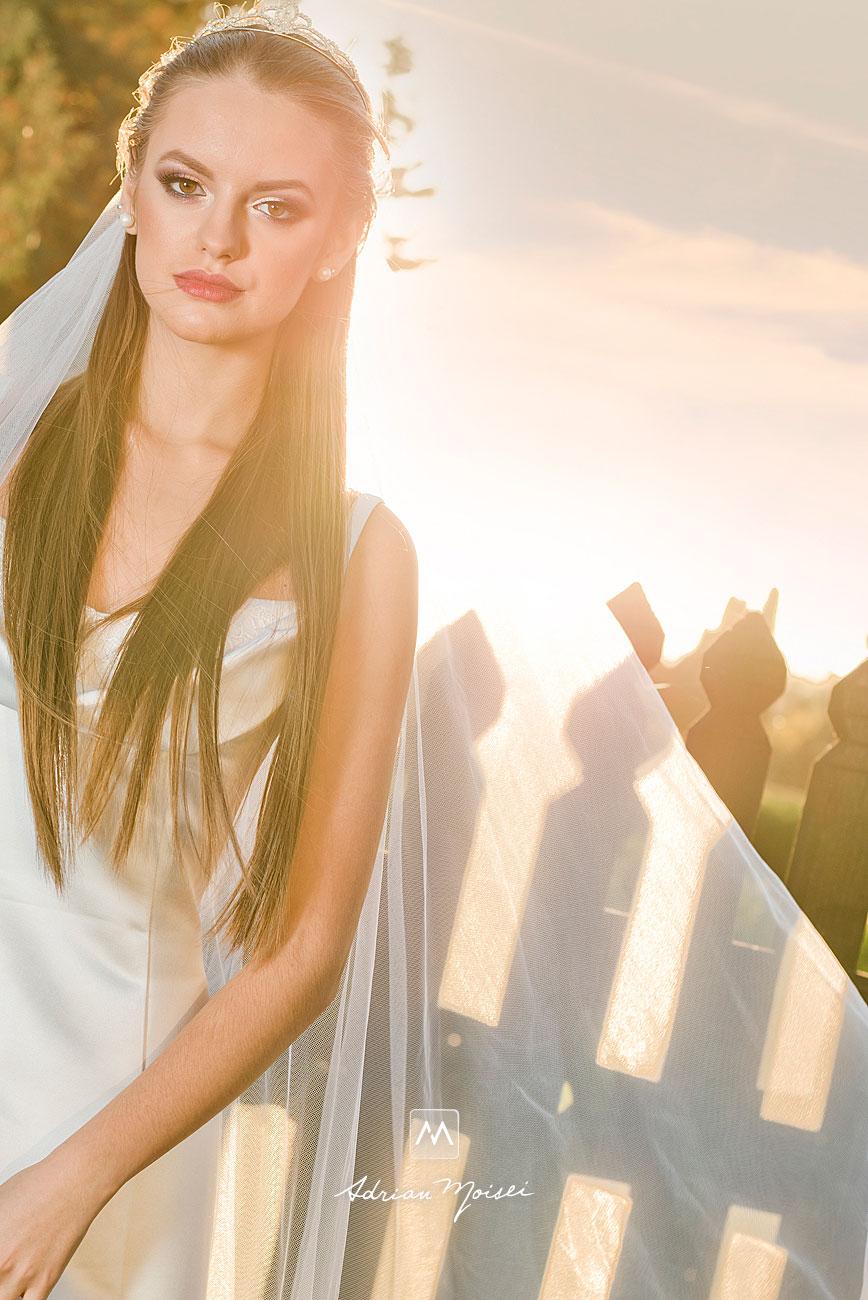 Mireasă în lumina soarelui de apus, fotografie de portret, in Grădina Botanică, fotograf nuntă Iași