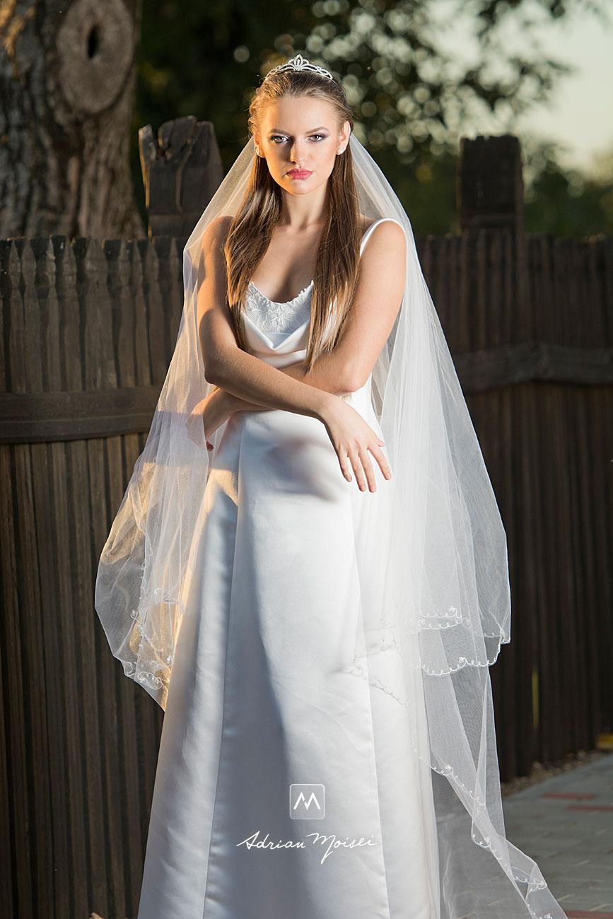 Mireasă în lumina soarelui de apus, fotografie de portret, realizată de Adrian Moisei, artist fotograf ieșean, fotograf nuntă Iași