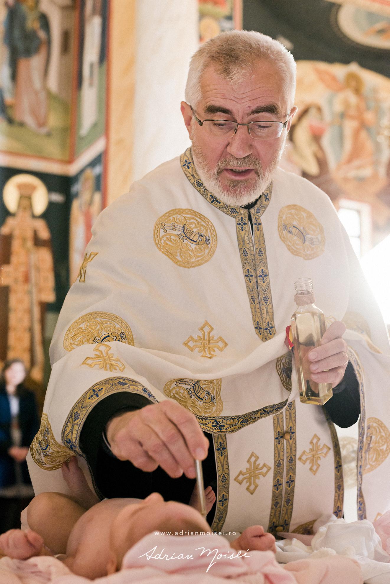 Fotografi botez Iași la biserica Flora