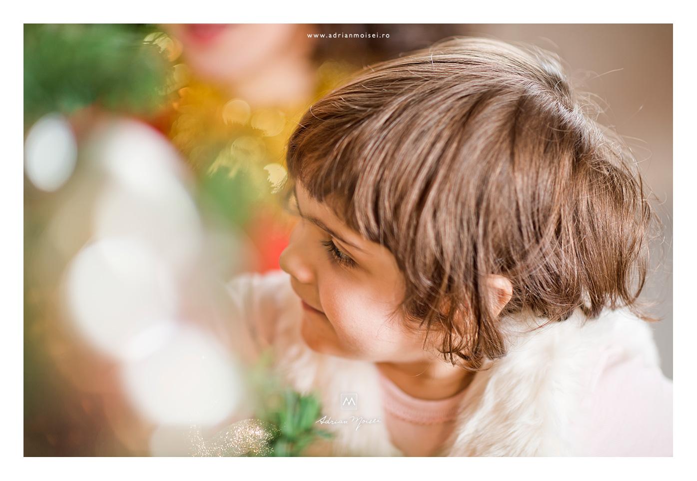 Mamica si fetita la bradut de Crăciun, Adrian Moisei fotograf de familie Iași