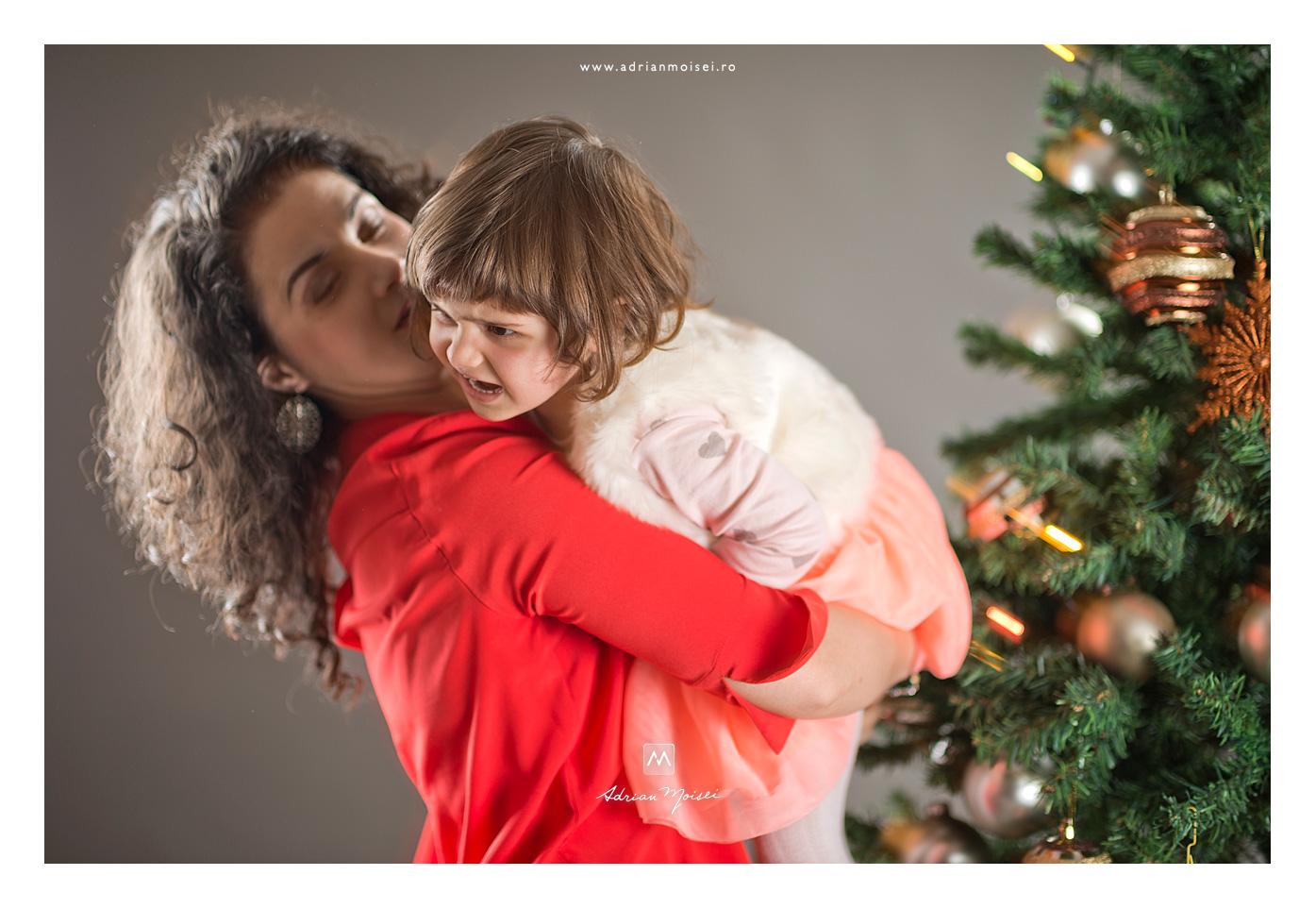 Mamica si fetita de Crăciun, fotografie de familie, Adrian Moisei