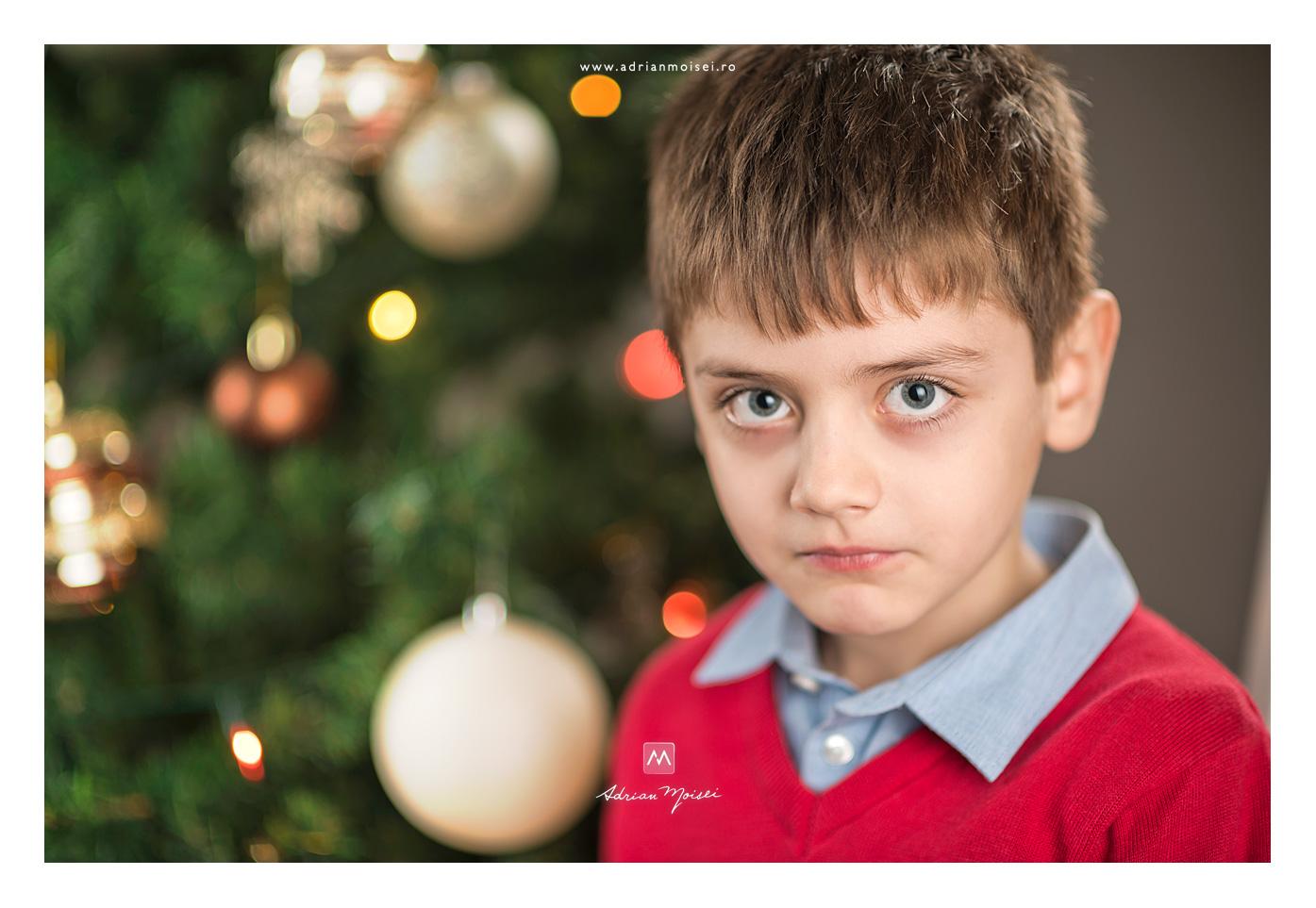 Portret de baietel - Bradutul de Crăciun, fotografie de familie, Adrian Moisei fotograf Iași, fotograf de familie Iași