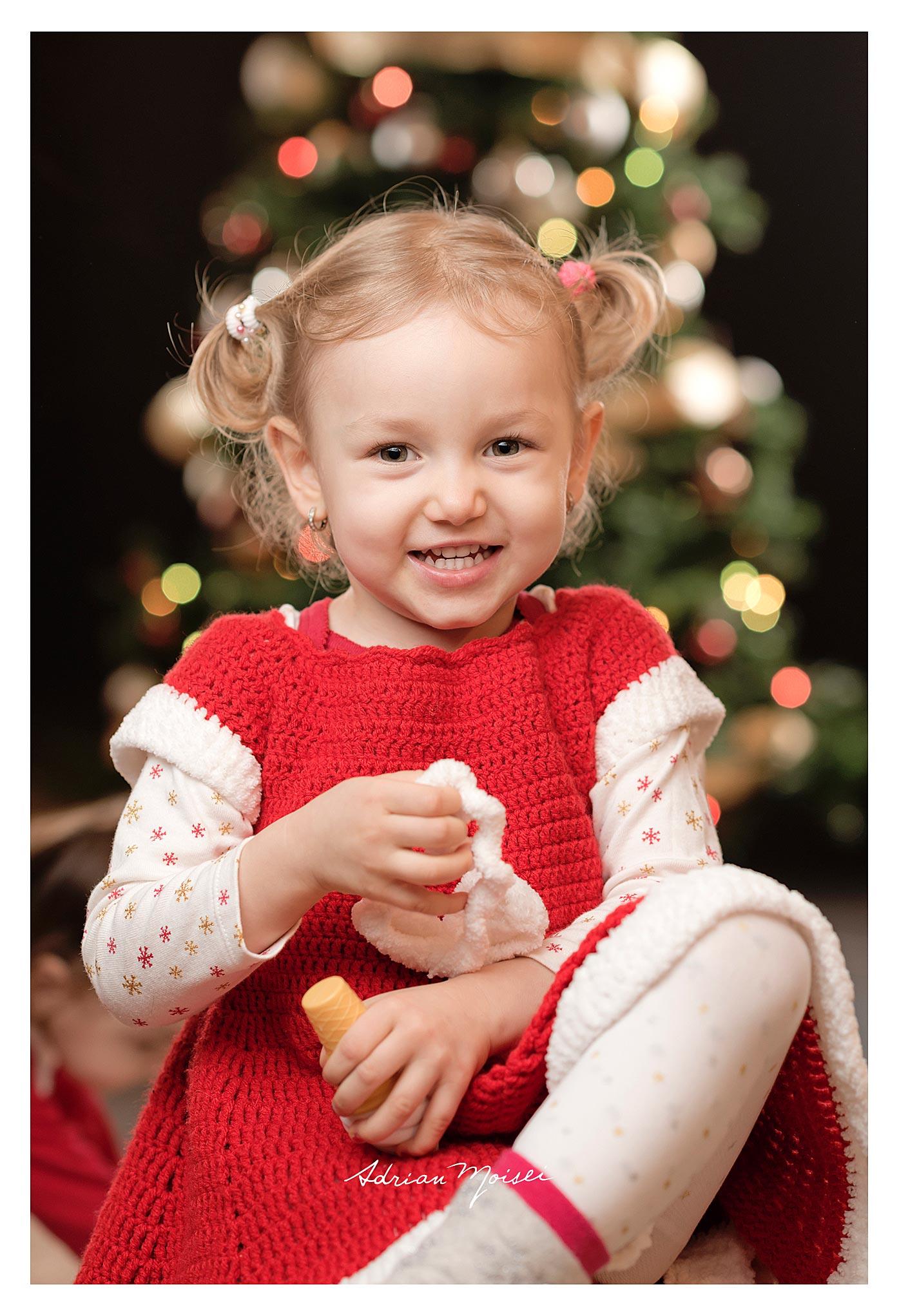 Crăciunul momentul culminant al bucuriilor și amintirilor copilăriei, fotografie de familie, Adrian Moisei fotograf Iași.
