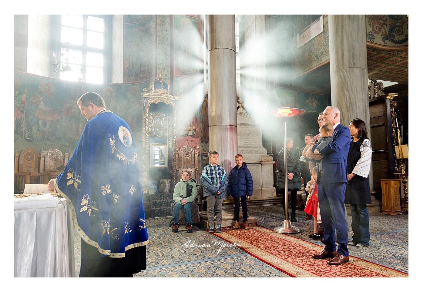 Fotografie de botez Iași la biserica Bărboi, de Adrian Moisei