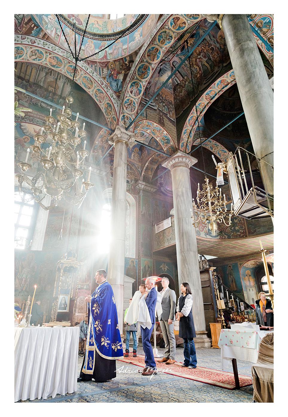 Fotografie de botez Iași la biserica Bărboi, de Adrian Moisei, fotograf botez Iași