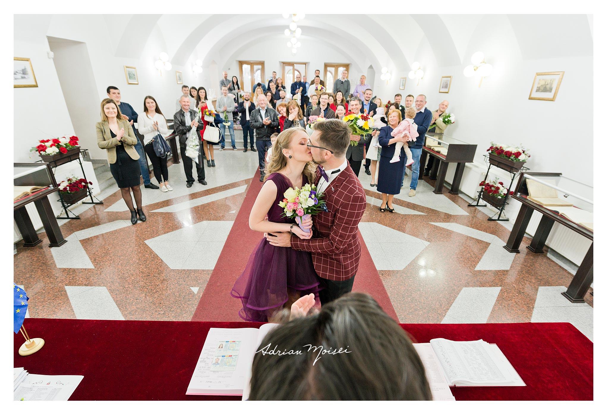 Cununie civilă Iași într-o zi caldă de toamnă realizată de fotograf nuntă Iași Adrian Moisei