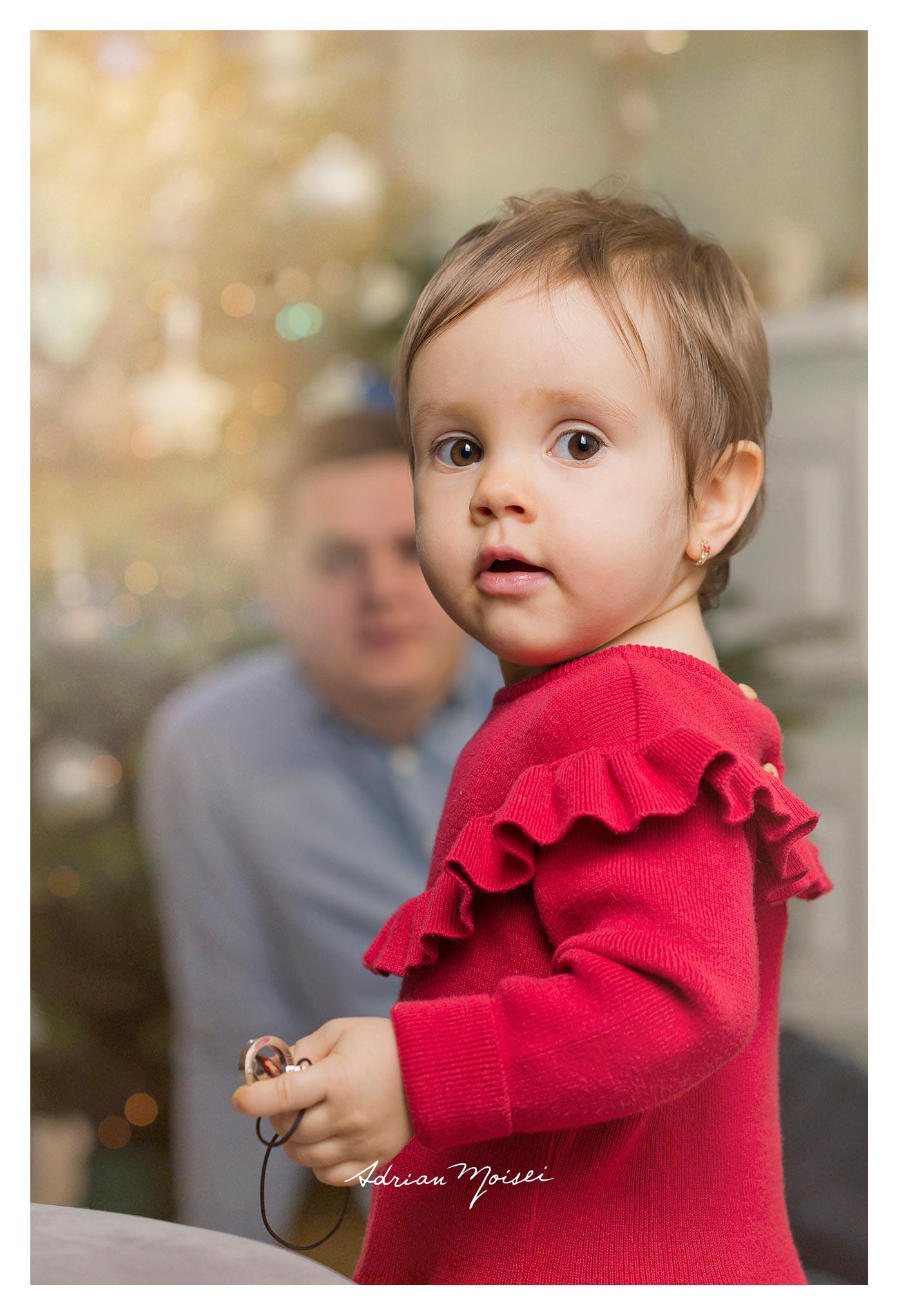 Fotograf de familie Iași - fetiță la doi ani împreună cu părintii ei, foto Adrian Moisei