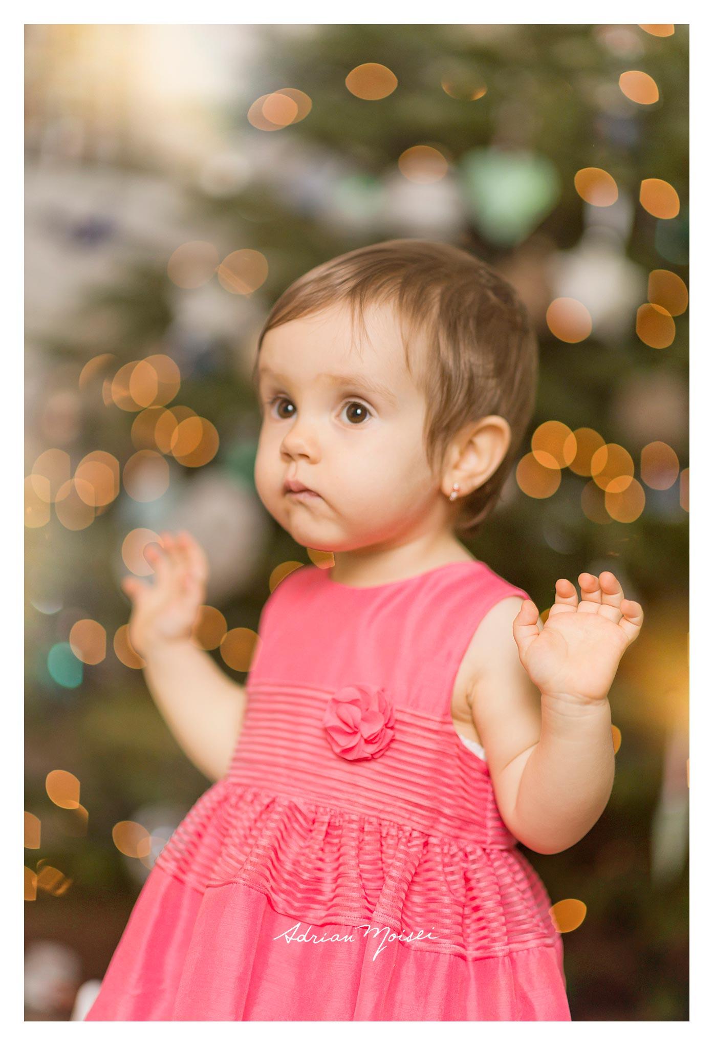 Fotograf de familie Iași - fetiță la doi ani împreună cu părintii ei, fotograf Adrian Moisei