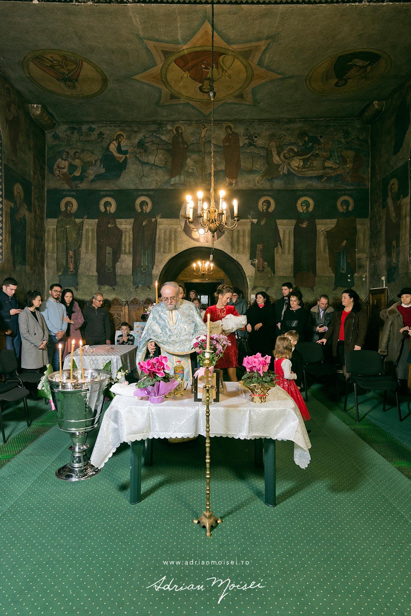 Fotografie de botez in culorile fericirii, in Iași la biserica Sfântul Ioan Zlataust