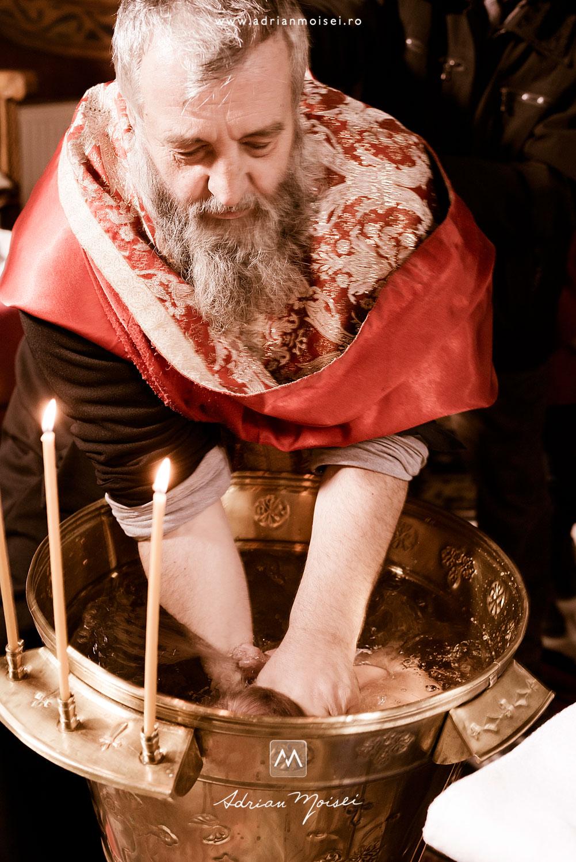Un botez plin de emoție la biserica Cuvioasa Parascheva în Iași