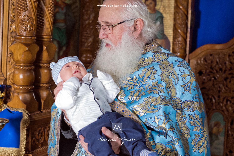 Un botez plin de emoție la biserica Cuvioasa Parascheva, fotograf profesionist Iasi, Adrian Moisei
