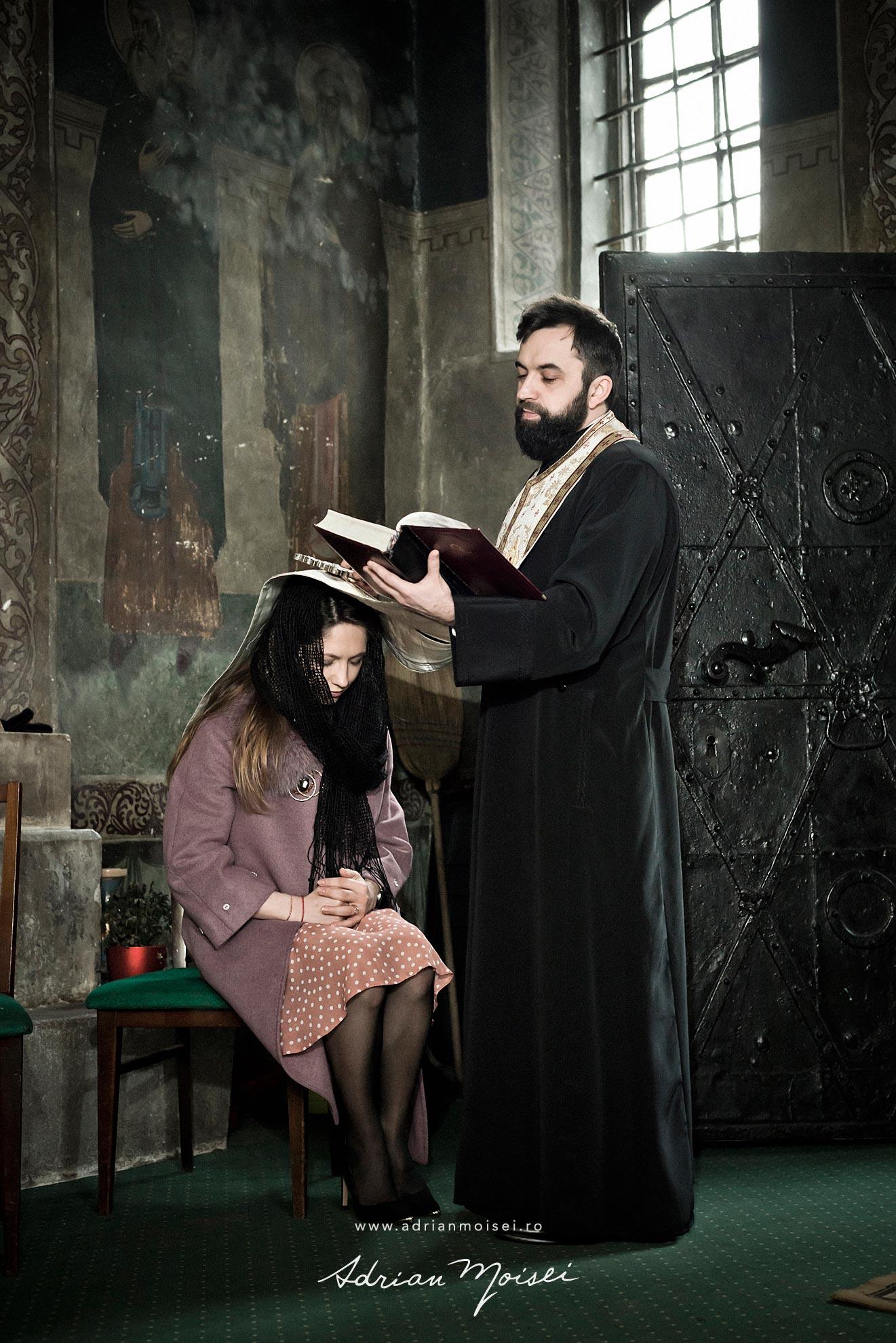 Fotografie de botez in culorile fericirii, in Iași la biserica Sfântul Ioan Zlataust, fotograf de botez Iasi, Adrian Moisei, fotografie de familie