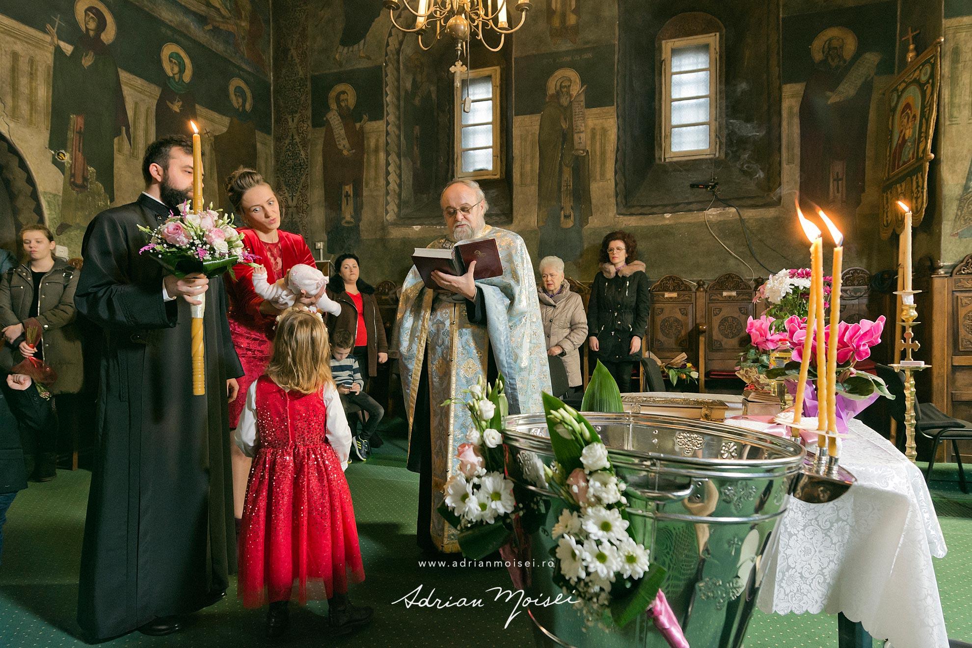 Fotograf de botez in culorile fericirii,  Adrian Moisei, fotografie de familie
