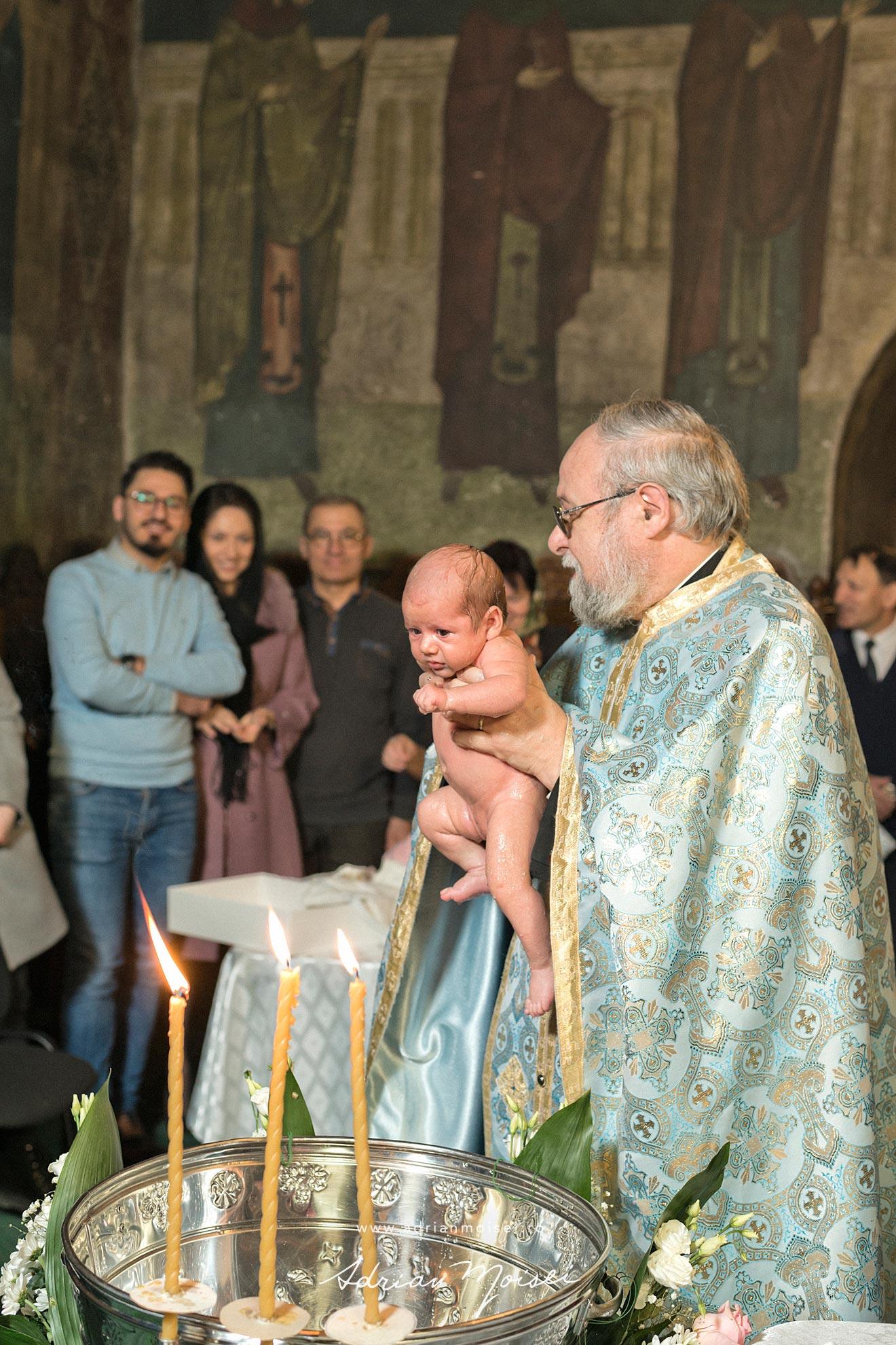 Botez in culorile fericirii, in Iași la biserica Sfântul Ioan Zlataust, fotograf de botez Iasi, fotograf Iasi Adrian Moisei