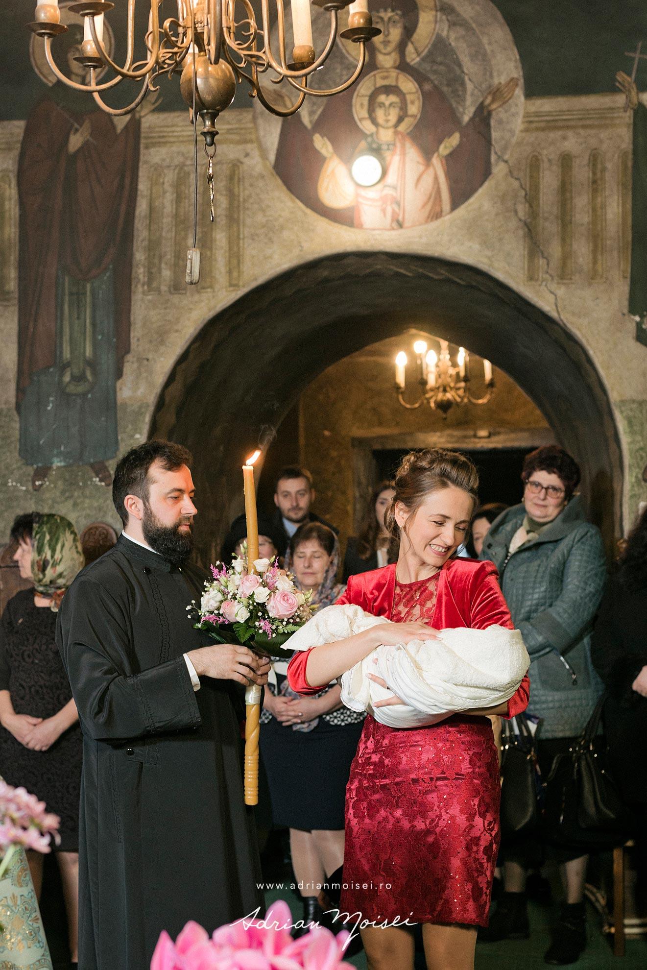 Fotografie de botez in culorile fericirii fotograf de botez Iasi, Adrian Moisei, fotografie de familie