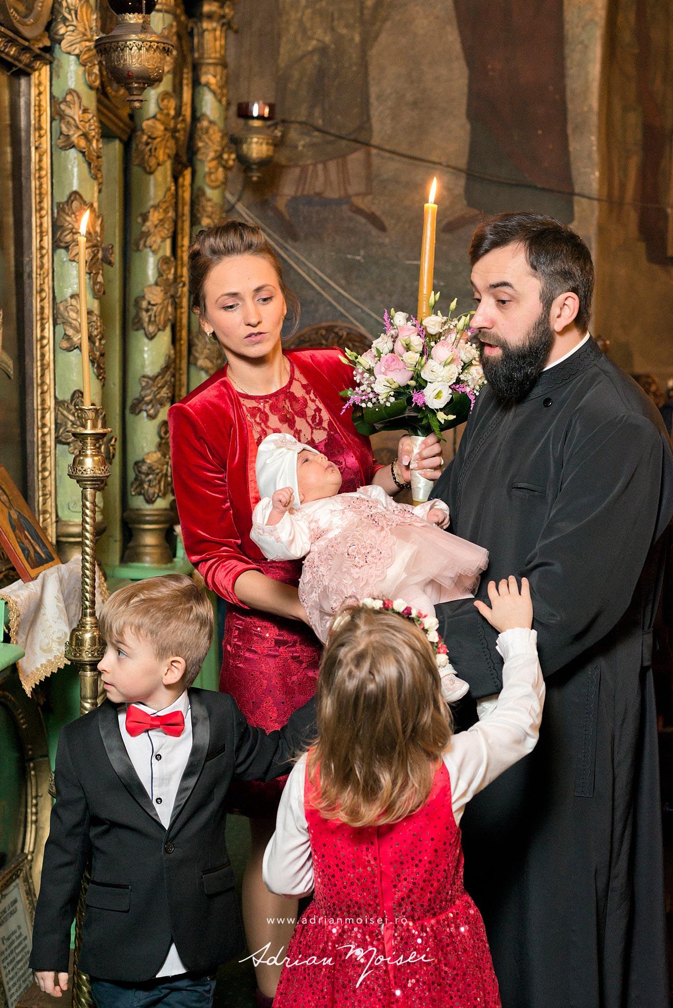 Fotograf de botez in culorile fericirii, in Iași la biserica Sfântul Ioan Zlataust, fotograf de botez Iasi, Adrian Moisei