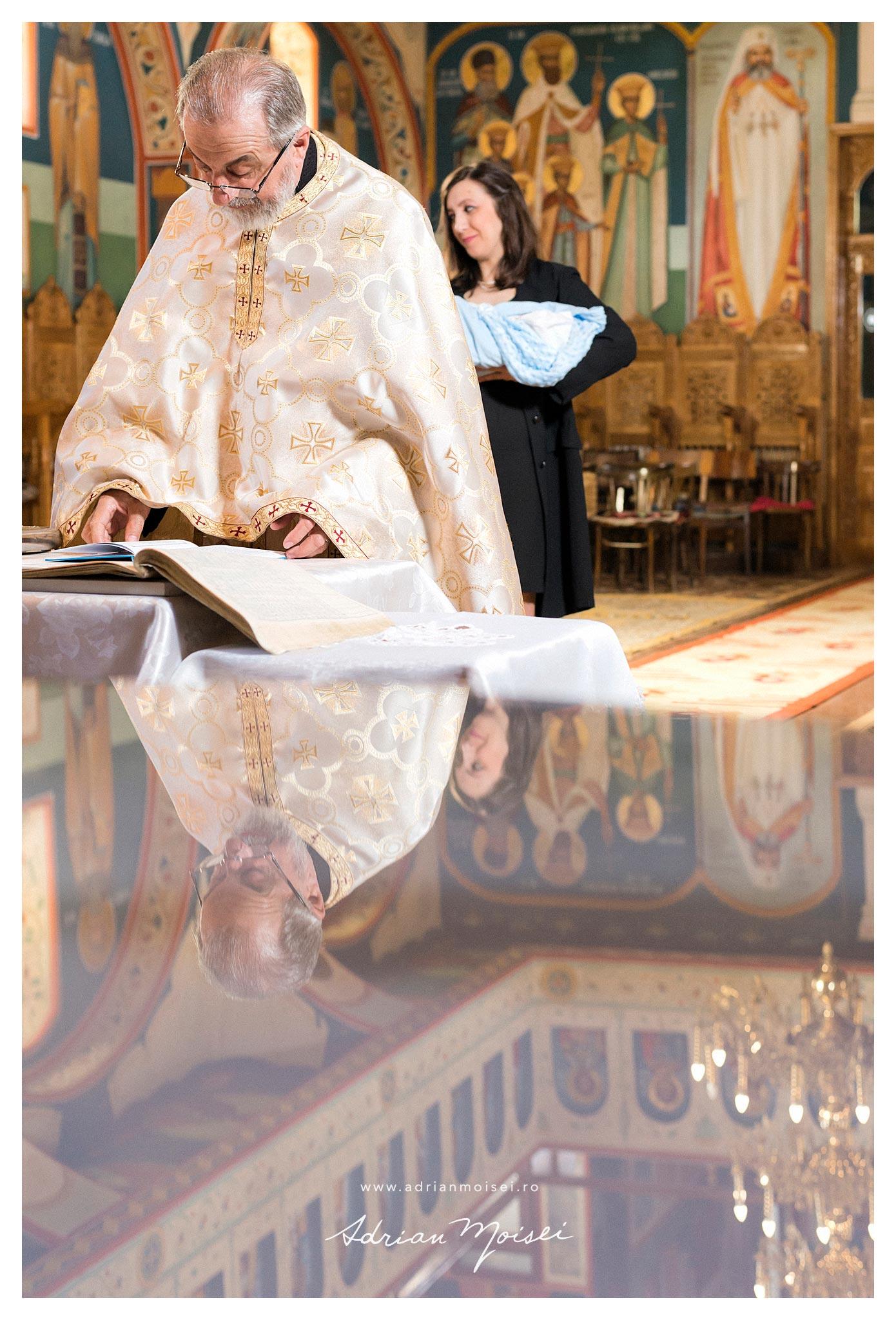 Taina sfântului botez la Iasi de Adrian Moisei