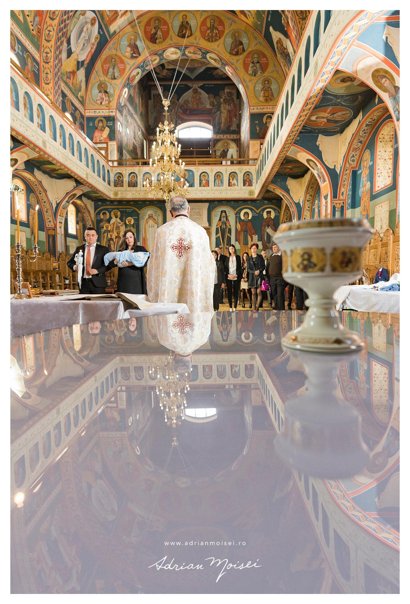 Taina sfântului botez la Iasi la biserica Sfântul Apostol Toma fotograf botez Iasi Adrian Moisei