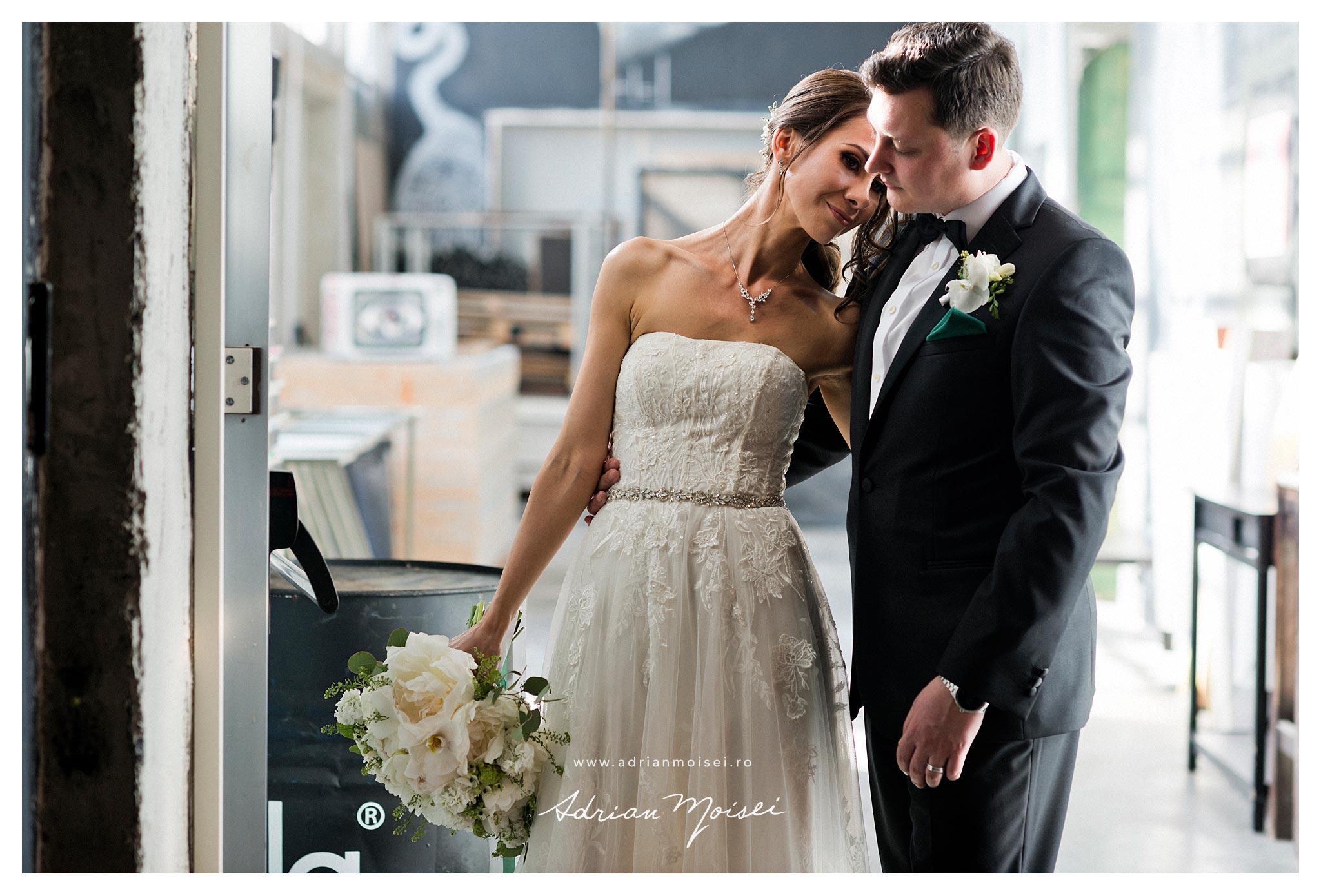 Fotografie de la o nunta cu mire englez, intre Carl si Simona, in care am constatat cu bucurie cat de frumos este schimbul cultural si ca englezii sunt oameni minunati.Fotograf nunta Iasi, Adrian Moisei. Am realizat si o filmare, in calitate de videograf Iasi, cadoul meu pentru miri.
