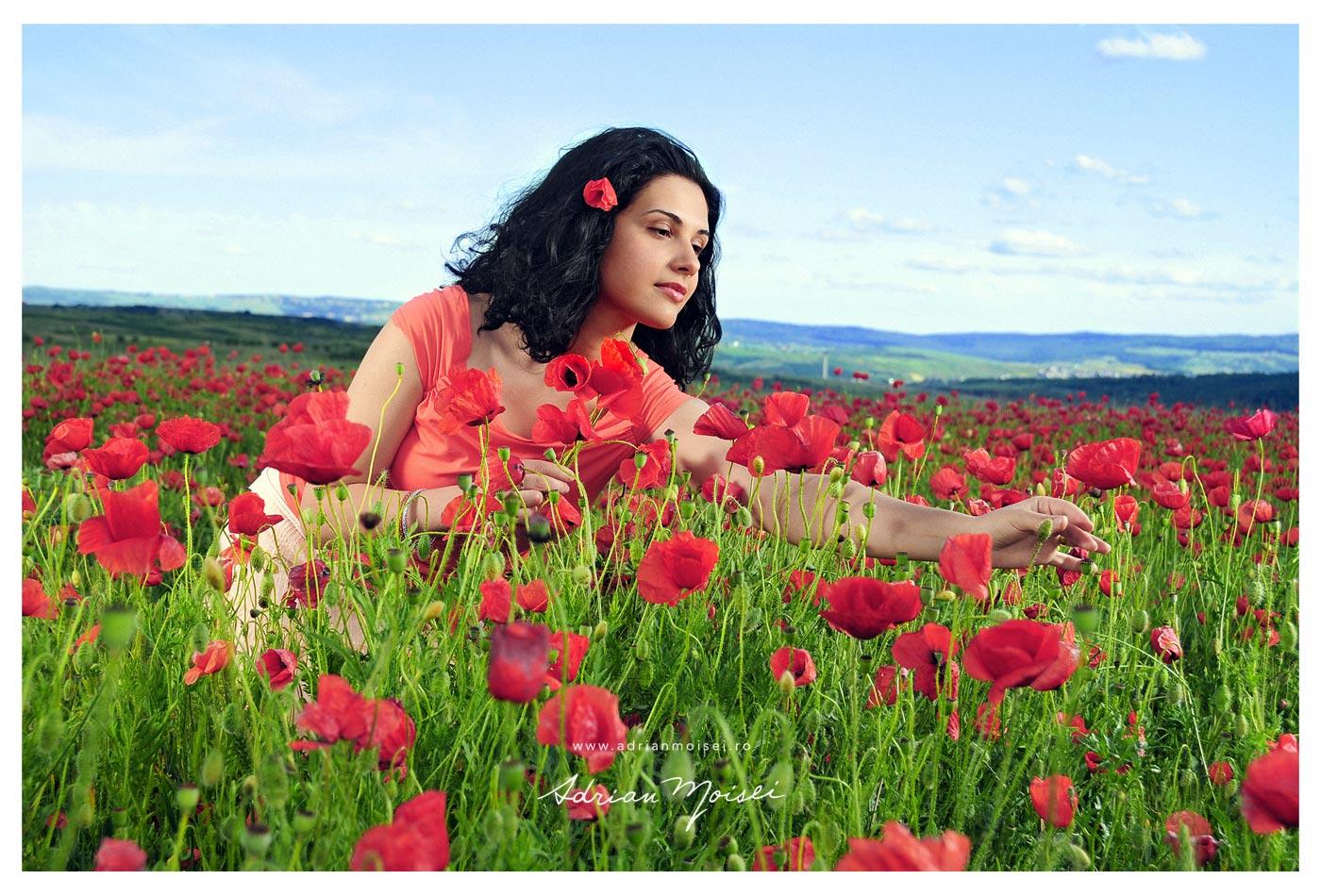 Fotograf Iasi, femeie frumoasa in lanul de maci, foto de Adrian Moisei