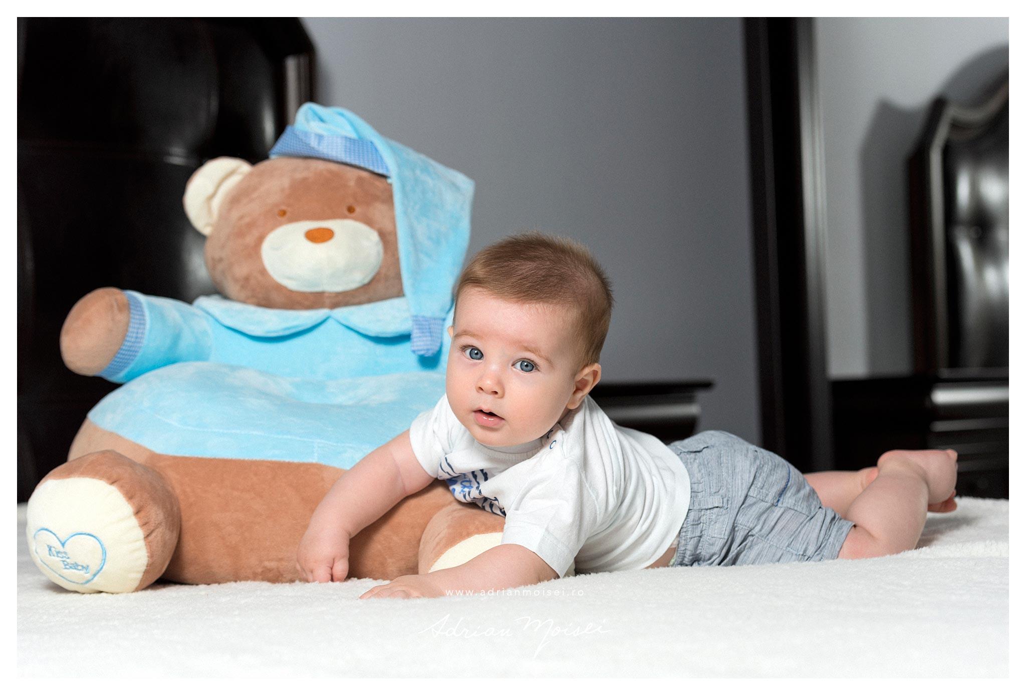 Fotografie de bebelusi copii si familie Iasi, de Adrian Moisei, artist fotograf Iasi