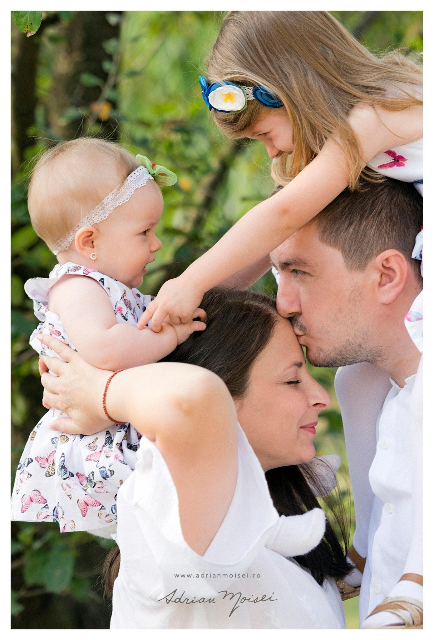 Fotografie  de bebelusi copii si familie in Iasi, Adrian Moisei fotograf