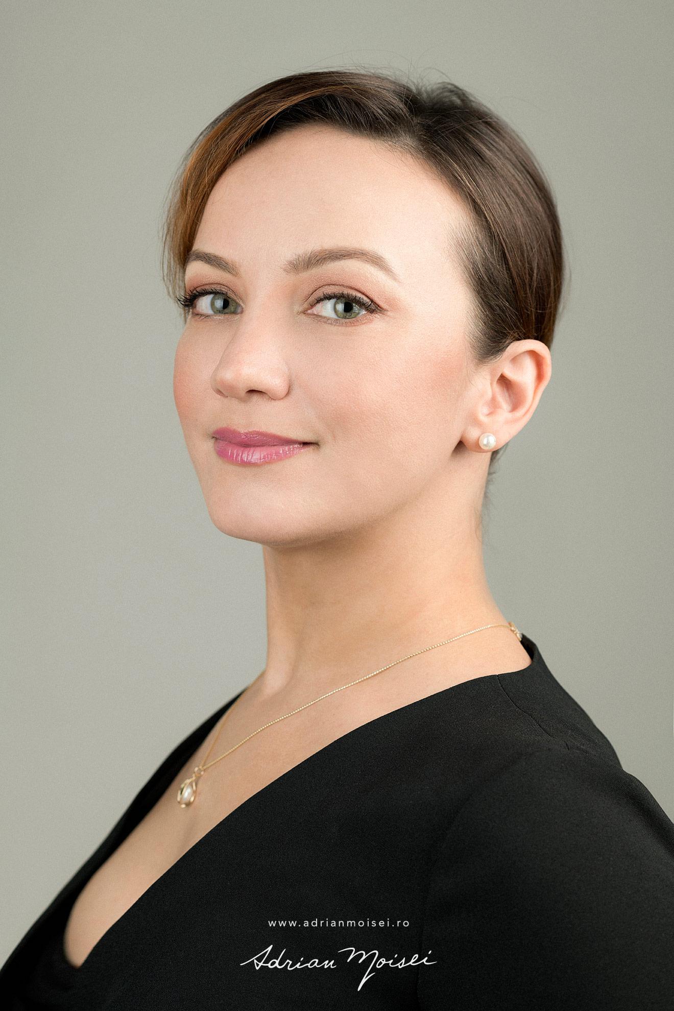 Corporate headshots Iasi, studio foto Adrian Moisei