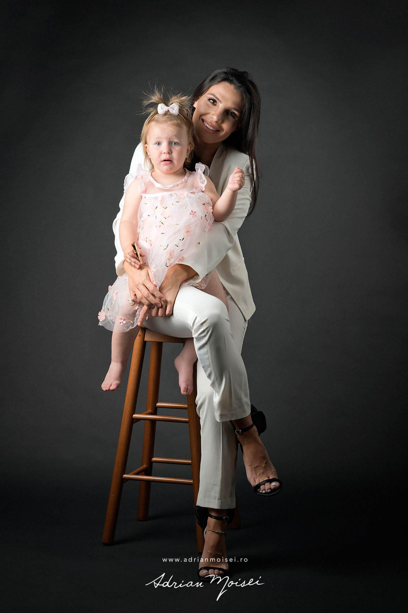 Studio foto Iasi -  fotograf familie Iasi- Adrian Moisei