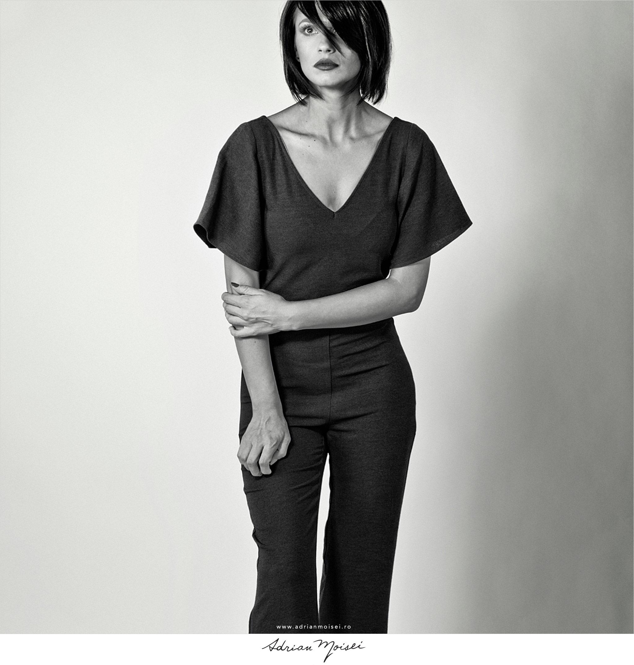 Fotograf fashion Iasi Adrian Moisei - Studio Foto Video Iasi - filmmaker moda - filmare Iasi - fotografie moda magazin online retro style vintage black and white bw alb negru