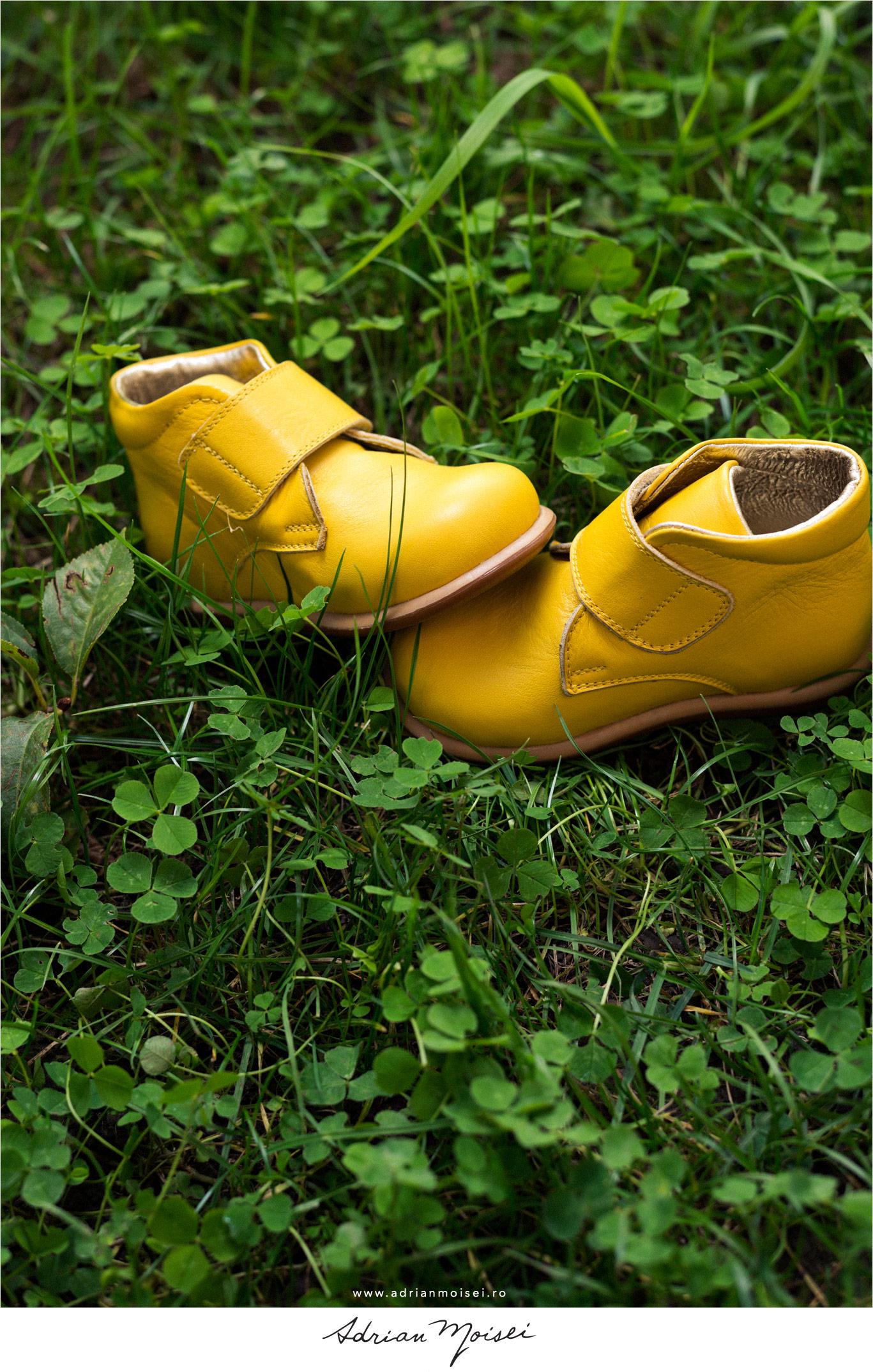 Fotografie de produs Iasi in exterior incaltaminte pentru copii studio foto video Iasi kidopo