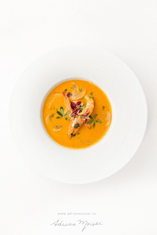 Fotografie culinara pentru Mariko Inn alături de chef Liviu Morărescu - Studio foto-video Iasi - Adrian Moisei - fotografie mancare Iasi - creveti - fructe de mare - supa crema reteta