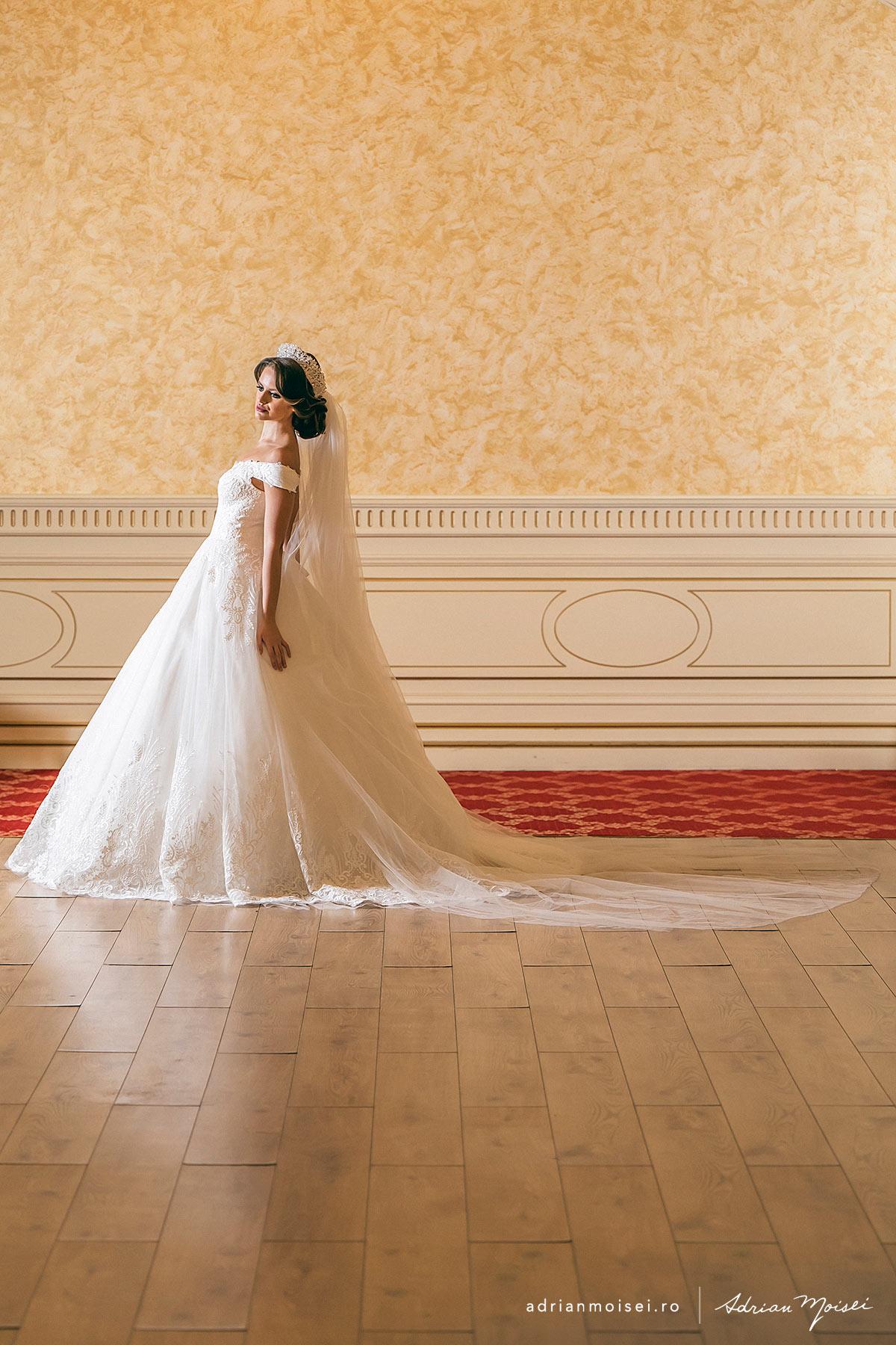 Sedinta foto alaturi de fotograf nunta Iasi- Adrian Moisei - studio foto-video.  Make-up, Hair, Dress, Locatie